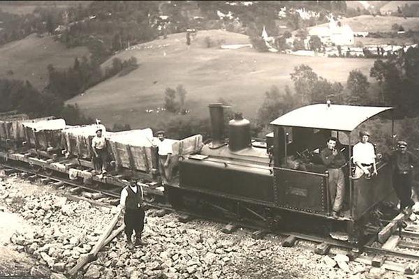 Des milliers de travailleurs ont participé à la construction de la ligne de chemin de fer de Saint-Claude à Morez, dans le Jura. Parmi eux, de nombreux Italiens.