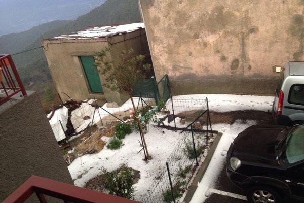 28/11/14 - Intempéries en Corse - Averse de grêle à Antisanti, au nord du Fiumorbo (Haute-Corse)