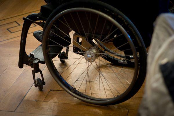 À ses 20 ans, le jeune polyhandicapé aurait dû intégrer l'une des sept Maisons d'accueil spécialisées (MAS). Malgré cinq ans et demi d'attente, il n'y a toujours aucune place de disponible pour Thomas