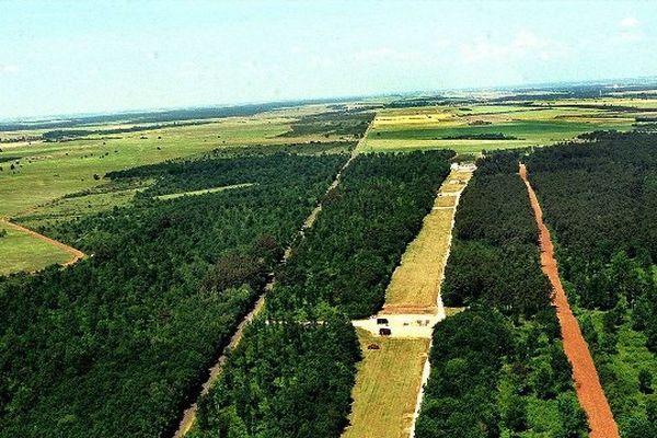 Le champ de tir à Avord (Cher).