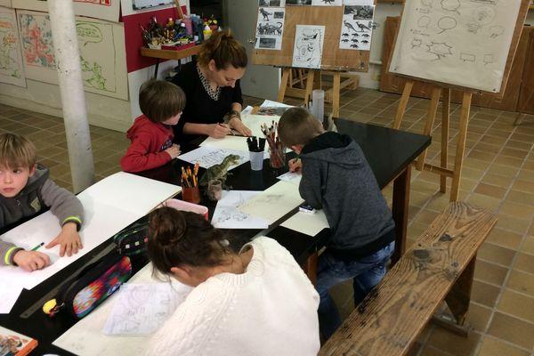 """L'association  """"Les Colorires """" organise des ateliers BD pendant les vacances scolaires ainsi que chaque vendredi."""