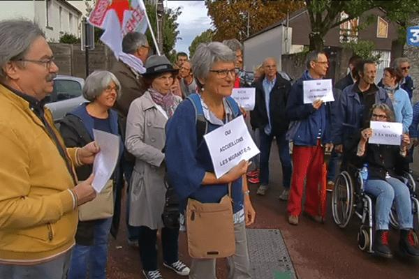 Une manifestation pour dénoncer les tags racistes et xénophobes inscrits sur l'église et la mosquée du quartier du Vieux Doulon à Nantes