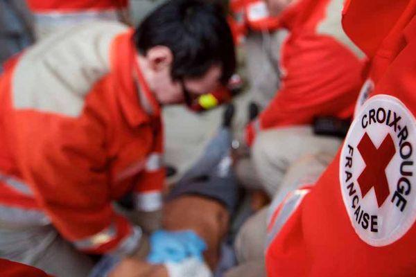 Pratiquer un massage cardiaque, traiter une hémorragie, alerter les secours… Des gestes simples qui peuvent sauver une vie.