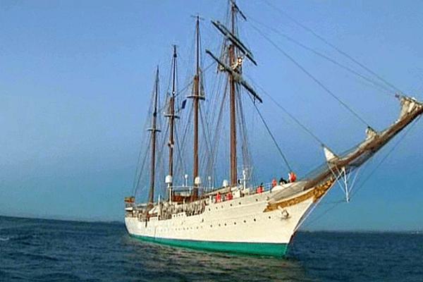 Sète (Hérault) - le voilier espagnol Juan Sebastian de Elcano au large de l'île singulière - 31 janvier 2014