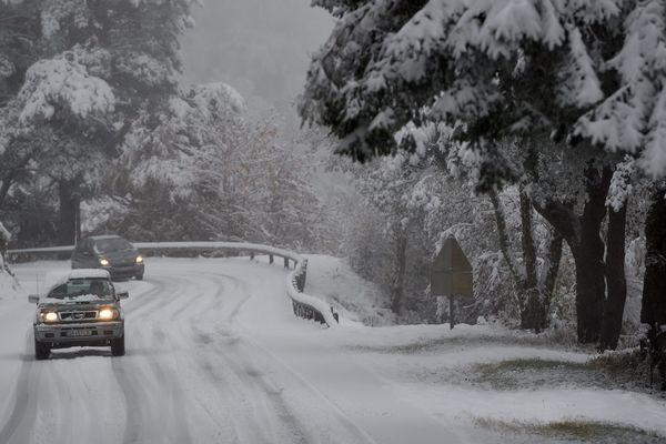 La neige est là, prudence sur les routes.