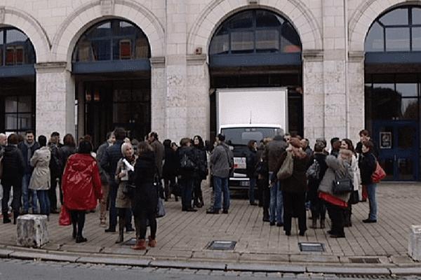 Les ex-salariés de la Maison de Valérie devant le Conseil de Prud'hommes de Blois.