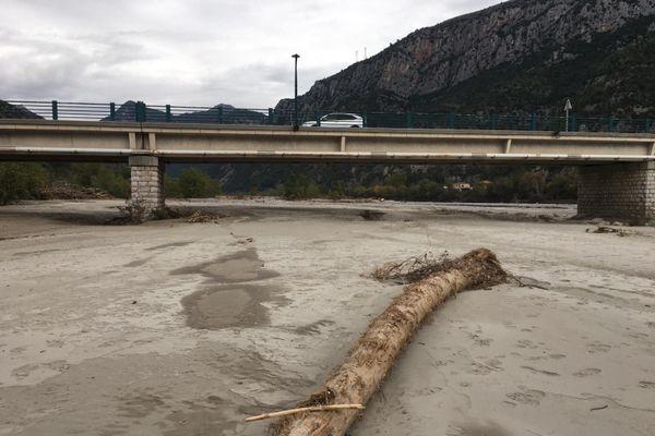 Le lit du Var, 3 semaines après les inondations meurtrières qui ont ravagé les vallées des Alpes-Maritimes.