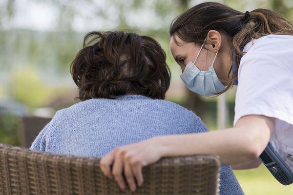 Personnel et résidents des établissements hospitaliers pour personnes âgées dépendantes sont testés systématiquement dès qu'un cas de covid-19 est suspecté.