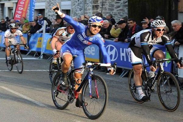 Le Français Nacer Bouhanni a remporté, au sprint, la 2e étape de l'Etoile de Bessèges entre Nîmes et Laudun (149,3 km) - 6 février 2014.