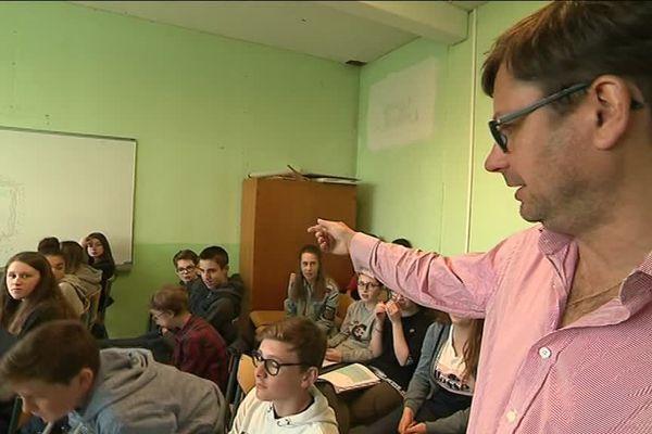 """Igor Futterer, auteur de """"Aftershave"""" et metteur en scène de la classe de 4ème D du Collège Lavalley à Saint-Lô."""