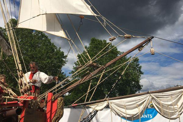 La tyrolienne installée depuis le bateau pirate du Village enfant a beaucoup de succès.