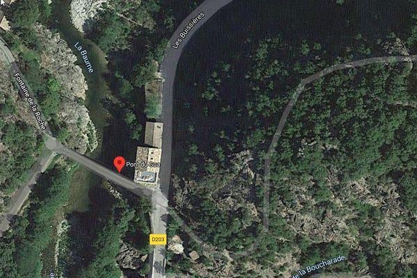 Le pont du Gua est un pont reliant Beaumont à Sanilhac, sur la rivière de la Beaume, en France, dans le département de l'Ardèche.