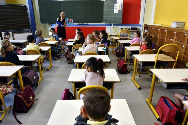 L'Académie d'Orléans-Tours demande aux parents de ne pas envoyer les élèves à l'école après leur retour d'une zone à risque.