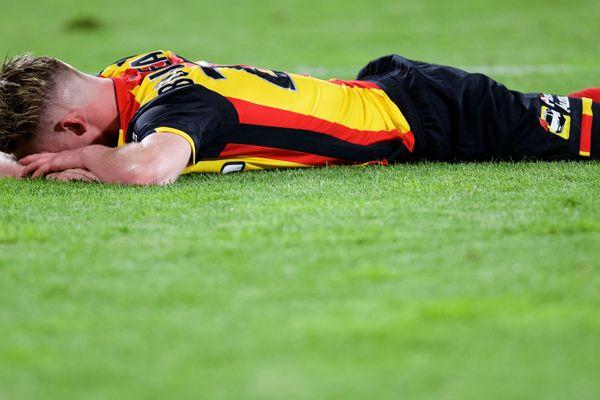 Le Lensois Benjamin Bourigeaud en pleurs après l'échec de la montée du RC Lens en L1 en mai 2017.