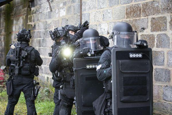 Les hommes du Raid (ici en exercice en Bretagne en décembre 2020) ont procédé à l'interpellation des suspects, dans le Bas-Rhin et le Puy-de-Dôme, le 27 avril 2021.