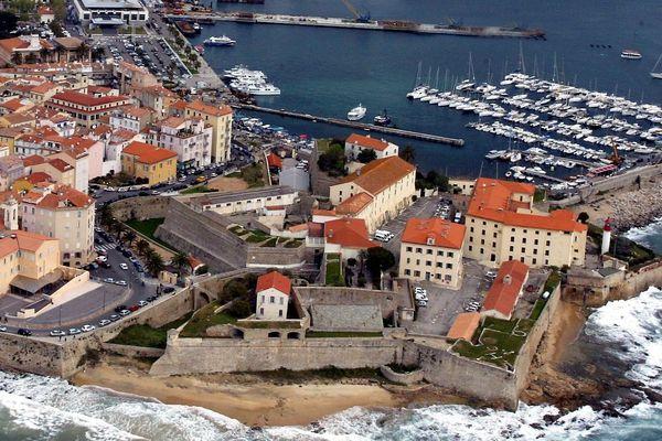 Le maire a lancé, vendredi 28 juin, une grande consultation. Laurent Marcangeli l'a assuré, ce lieu très vaste, rétrocédé par l'armée, restera propriété de la ville.