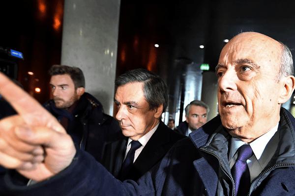 Alain Juppé (à droite) et François Fillon, le 25 janvier 2017 à Bordeaux (Gironde).