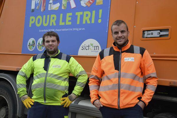 En Haute-Saône, Thomas Tisserand, le ripeur, et Guillaume Labrosse, le chauffeur, assurent la collecte des déchets pour le compte du SICTOM du Val-de-Saône.