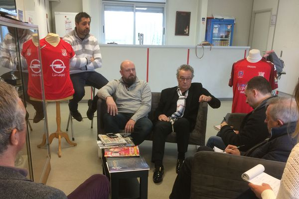 Présentation à la presse du nouveau président du Limoges FC. A droite avec l'écharpe, Jean-Pierre Roux ; au centre, Thibault Degonville ; et à gauche le Benoit Ragazzini.