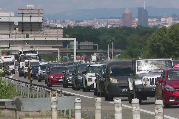 L'autoroute A46 au sud de Lyon est engorgée du matin au soir. En moyenne, 5 heures d'embouteillages y sont enregistrées chaque jour.