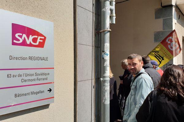 Une délégation a été reçue mardi 30 avril : la CGT Cheminots était en grève à Clermont-Ferrand, pour dénoncer les fermetures de guichet.