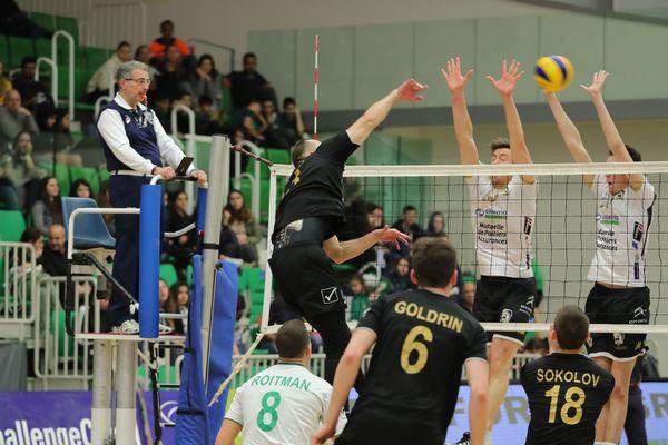 Défaite sévère du Stade poitevin Volley en Israël