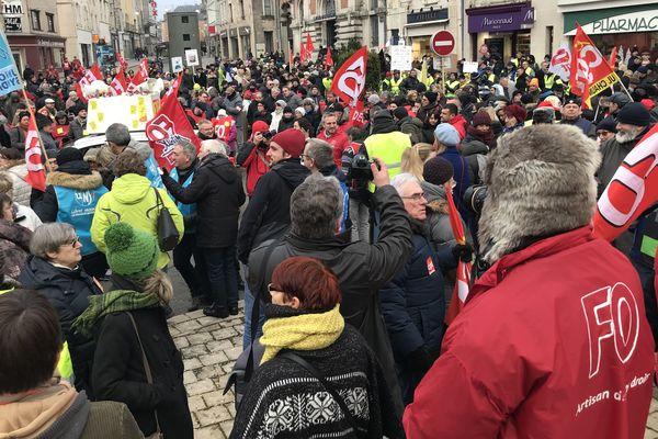 Les manifestants contre la réforme des retraites se sont retrouvés à 15 h devant la mairie de Chaumont ce jeudi.