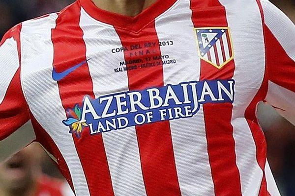 Le logo de l'Azerbaïdjan s'affiche sur le maillot de l'Atletico Madrid... et bientôt peut-être sur celui du RC Lens, qu'un homme d'affaires azerbaïdjanais est en passe de racheter.
