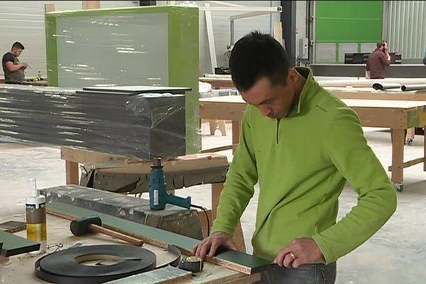 La société Atelier Panel, à Longvic, fabrique des stands d'exposition, du mobilier sur mesure pour les boutiques, hôtels, musées, espaces enfants, etc.
