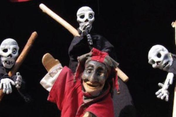 """""""Poli Dégaine"""", production de la Compagnie La Pendue, est l'un des spectacles présentés au festival du Sirque de Nexon 2014"""