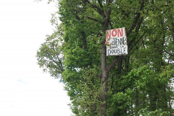 Forte opposition aux éoliennes dans la forêt de la Double, vers Ste Aulaye et Puymangou