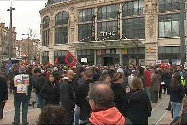 Perpignan - quelques manifestants, Place de Catalogne, contre le projet de loi Travail - 9 mars 2016.