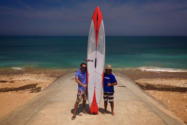Tanguy Scoazec et Dimitri Georges, champion de Stand Up Paddle sur l'île de Ré