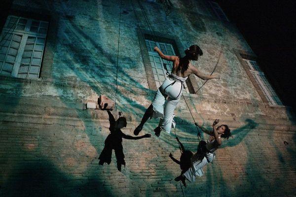 """Chalon dans la rue: danse verticale et musique aérienne avec le spectacle """"Azimut in situ"""""""