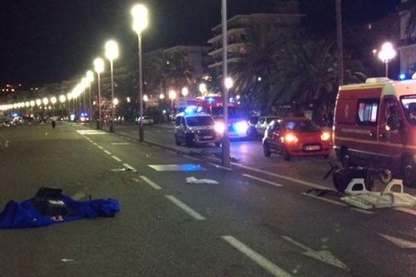"""Il s'agit du pire drame de l'histoire de Nice car plus de 70 victimes sont déjà à déplorer face à ce chauffard qui tirait à vue en fonçant sur la foule"""", indique Christian Estrosi"""