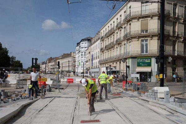 Onze semaines de travaux ont été nécessaires pour rénover la ligne 1 de tram et faire plusieurs aménagements dans la ville, près du quartier de la gare.