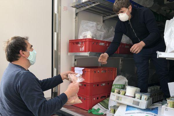Dans ce camion, tous les produits frais dont la viande d'Aline Choné, productrice en Meurthe-et-Moselle.
