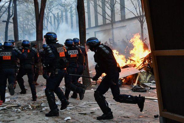 Violents affrontements entre la police et les manifestants ce samedi 5 décembre