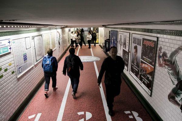 Les transports parisiens, notamment le métro, vont s'inspirer du modèle japonais pour les JO de 2024 (illustration).
