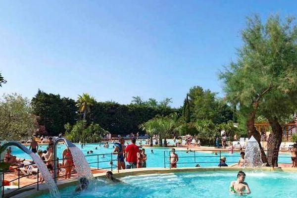 La piscine du camping la Petite camargue