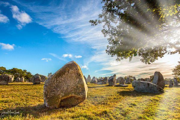Cirrus sur les menhirs de Carnac (56)