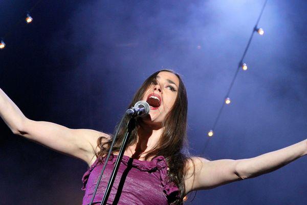 Olivia Ruiz en concert à la foire aux vins de Colmar le 08/08/11