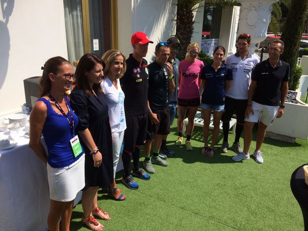 Conférence de presse en présence d'Emilie Petitjean, présidente de Promenade des Anges, des organisateurs et des athlètes.