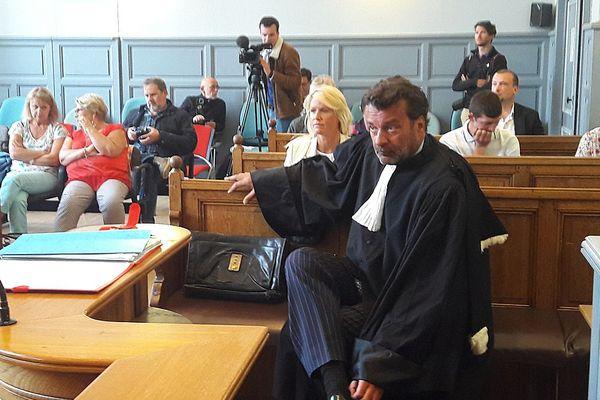Alice Bertheaume, la compagne de Gonzague Saint-Bris, comparaissait ce mardi devant le tribunal correctionnel de Lisieux pour homicide involontaire suite au décès de l'écrivain dans un accident de la route.