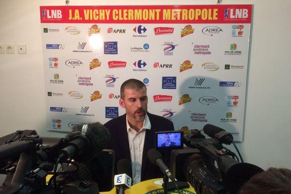 Guillaume Vizade, l'entraîneur de la JAVCM, après le match contre Fos-sur-Mer vendredi 15 décembre