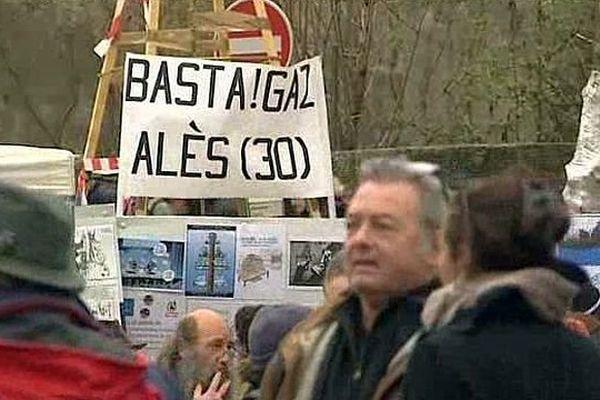Barjac (Gard) - les militants anti-gaz de schiste se rassemblement avant la manifestation - 28 février 2016.