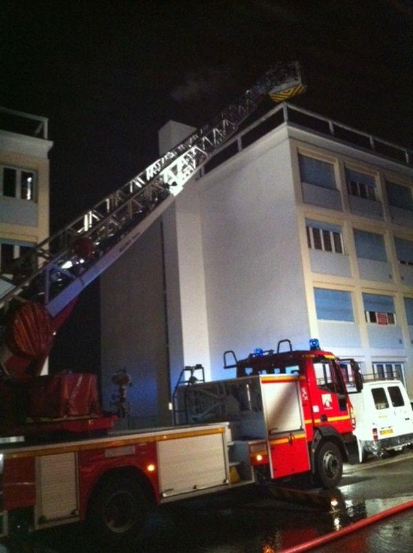 Les pompiers ont dû intervenir à Royat (Puy-de-Dôme), mercredi soir, pour un incendie dans un appartement.