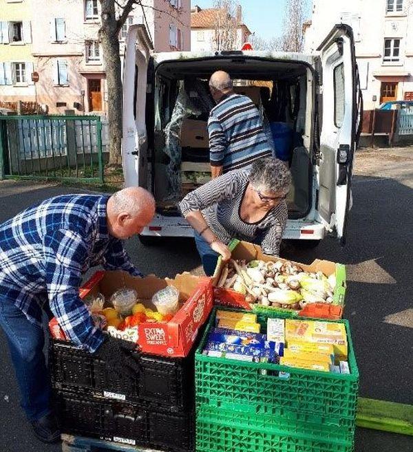 Distribution de colis alimentaires, Espace Drouot à Mulhouse