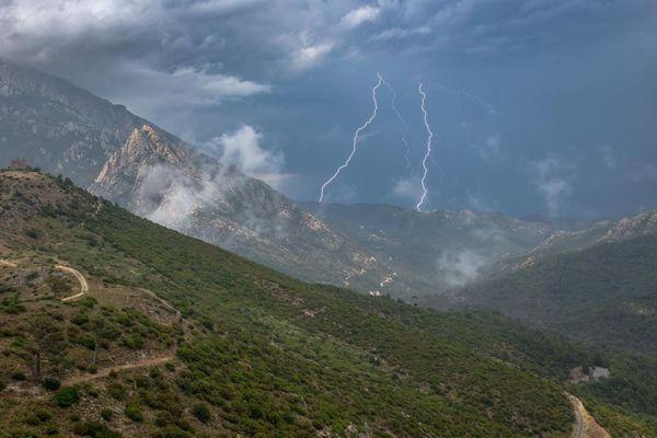 En montagne, la météo est capricieuse, et le temps peut vite changer.