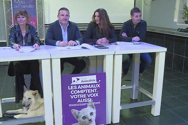 Stéphane Gilli et ses co-listiers lors d'une première présentation du parti animaliste en vue des élections municipales de Nîmes